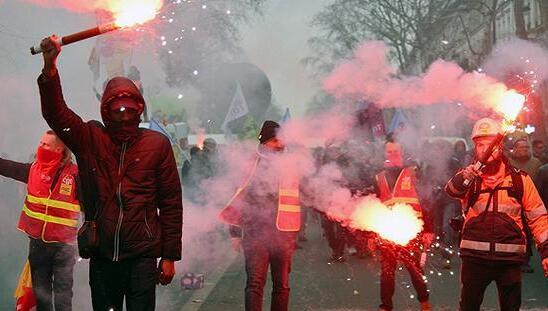 法国开始面临来自航空、铁路、能源、超市、学校、司法等各行业的集体大罢工